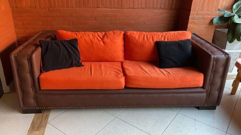Sofá de 2 cuerpos de cuero color marrón chocolate